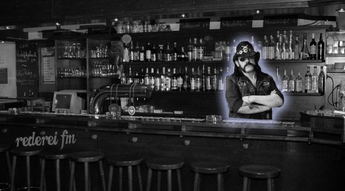 Ein Drink mit Lemmy Kilmister´s Hologramm